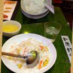 蟹あんかけチャーハン(スープ付)¥1380文句なしにウマい!食後に自家製杏仁豆腐¥470♪ミルクで作ってあるからクリーミー。店内のピンクと黄色の照明が可愛いϚ•͇ꇵ͒•ོ͇Ͻ