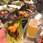 サムギョプサルをサニーレタスで巻いて味噌と焼きキムチにネギサラダで頂きます!