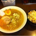 亀戸 元楽 元セット。標準だと麺とスープが今ひとつ絡んでこない感じがするので、タレを入れて濃い目の味にするくらいが好みだな。