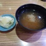 廻る寿司 沼津のさかなや武田丸   ガリと味噌汁   サービスの域を出ていない
