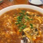 酸辣湯。具沢山で酸っぱくて辛くて美味しい! でも多い!w @山東