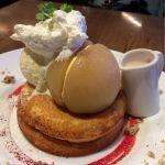 5月限定♡丸ごと桃のパンケーキ ピーチヨーグルトソース 1,500円♡こんなに桃が食べられるデザートは中々ないです♡ソースにもゴロゴロ果肉♡おいしかったー(∩´ω`∩)