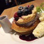 期間限定♡ブルーベリーとブルーベリークリームのタルトパンケーキ 1,700円♡甘さ控え目、ソースにもブルーベリーがゴロゴロ!タルトがどーん!なハイブリッドパンケーキ(∩´ω`∩)