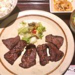 東京へ向かう前に、大阪駅前第1ビル地下の伊達屋で炭火たん焼き定食を頂きました!