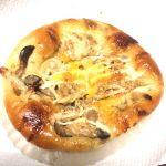 きのこと根菜のパン。 シャキシャキな食感がたまらない(●´艸`)