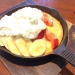 東京鉄板バターホットケーキのいちごバナナホイップ。熱々ふかふか!