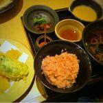 一汁五穀 広島店へ水曜日に行ったの忘れとった( ̄▽ ̄)ご飯も蕎麦も天ぷらも美味しかった*おばさま達に大人気。忙しいのはわかるけど、ご飯はもうちょっと丁寧よそってください...て思いました。