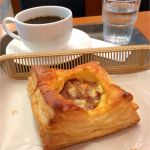カスカード ゼスト御池店:あらびきチーズミートパイとコーヒー