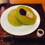 うめぞの CAFE & GALLERYお箸で頂く抹茶のパンケーキ、あずきと黒糖バター添え♡