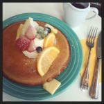 パンケーキめも(203):東京を一望できるラグジュアリーカフェでいただくパンケーキ(フルーツ)は見た目にも分かるふかふか生地で、食べ応え十分でした♩