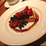 ラ コルタ 町田モディ店 / 季節のケーキ ベリーのタルト ¥500 ◇ 平日はドリンクバーがあり、夜は空いているのでゆっくりできます^_^