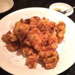 鳥の唐揚げ。見た目は変哲ないけど美味いよ♡廣東料理 民生 ヒルトンプラザウエスト店