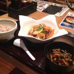味噌汁や イオンモール新瑞橋店 鶏の黒酢あんかけ定食。ご飯は五穀米に変更。