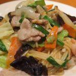 「海鮮塩焼きそば」海老・あさり・豚肉・キャベツ。。。たっぷりの具材が食感良く、香り豊かで食べ応えが有る所も人気の秘密! 東中野・福建家庭料理 旬の香