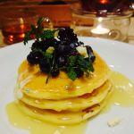 j.s. pancake cafe 青山店「ホワイトチョコレートとブルーベリーのパンケーキ」ホワイトデー限定メニュー♩ホワイトチョコレートとパンケーキのハーモニーが美味しい♡