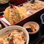 鶴喜そば モザイクダイニングで、晩御飯!野菜天ざるセット!久々に美味い蕎麦喰った!炊き込みご飯も、蕎麦茶も美味かった〜!\(^o^)/