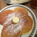 ヴィレッジヴァンガード ダイナー 横浜ルミネ見た目がホットケーキに近かったけどそんなことはなかった。バターミルクパンケーキは味がしっかりしていて美味しい。そしてリーズナブル。