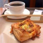 カスカード ゼスト御池店:粗挽きミートチーズパイとコーヒー