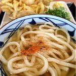 釜揚げ讃岐うどん 丸亀製麺 イオンモール神戸北店考えたらコレで420円って凄いよな🎵冷かけと野菜かき揚げを🎵