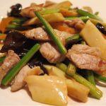 「メンマとニンニクの芽の豚肉炒め」ラー油と中華スープを使って豚肉とニンニクの芽のパンチの有る味わいに、コクと旨みをプラス♪東中野・福建家庭料理 旬の香