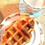 ル パン ドゥ ジョエル ロブションの「ひんやりクロワッサンワッフル」皮はカリッともっちりでとろっとしたクリームが美味しい。バニラとピスタチオの2種類あるよ〜