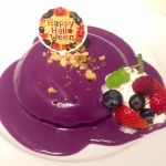 久しぶりにカフェナチュレさんへ。ハロウィンってことで限定のかぼちゃのパンケーキ~紫芋ソース。ソースで隠れてますけど生地は鮮やかなかぼちゃ色なのです。