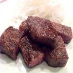 横浜 うかい亭 絶妙な焼き加減のうかい牛ステーキ新タマネギ、ガーリック、わさび醤油、ポン酢、岩塩、色々えらべます。