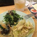 春菊のサラダ、タイ風春雨サラダ、キャベツサラダ。