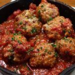 肉の香ばしさと、トマトの旨味と玉ねぎのコクと香りが…フワトロじゅわわん。。。と、溢れかえる「特製ミートボールのトマト煮」  東中野・アンクール