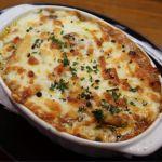 玉ねぎとトマトの甘みと香りが牛すじの気高い旨みを増幅させ。チーズのコクと香ばしさと共に濃過ぎないベシャメルが、トロトロッ♪ 「和牛すじ煮込みのグラタン」  東中野・アンクール