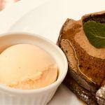 ナチュラルカフェ ベジクラージュ 黒ごまのパンケーキ バニラアイストッピング 860円 パンケーキ(しっかりめ)2枚