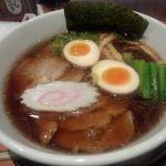 越後秘蔵麺 無尽蔵 しながわ家 : 生姜醤油ラーメン 生姜が効いたスープが美味