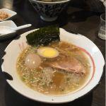 二代目 げんこつ屋 新横浜ラーメン博物館店。半熟卵をトッピング。鶏ガラと豚骨のバランスがとってもよかった。細めの、ストレート麺もよく合います。年パスをゲットしたので通わなくては。