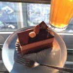 チョコレートケーキはごく普通ですが(笑)、カウンター席からの眺めは最高です(*^o^*)@スカイツリーカフェ フロア340