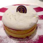 ラ・ポーズ/久々のフレンチパンケーキ٩(๑•̀ω•́๑)۶生クリームも生地も美味しい最高〜😭