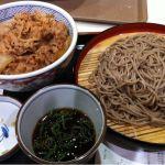 吉野家  イオンモール京都ハナ店でザルそばセット頂きました。意外とそばがうまかったです。