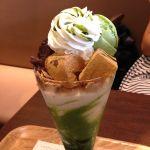 nana's green teaで「抹茶わらび餅パフェ」すごいボリューム!2人でシェアするのもいいかも。