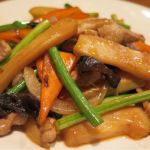 「メンマとニンニクの芽の豚肉炒め」瑞々しいくしなやかなメンマを使用した一品!ラー油と中華スープを使ってコク豊か、食べ応えが有ります♪ 東中野・福建家庭料理   旬の香