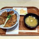 昼食は、三井アウトレット仙台港の「まる家」で三元豚の豚丼。