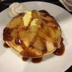 タリーズコーヒー 新宿オークタワー店  アップルキャラメルのパンケーキ。アップルゴロゴロ入っていました(。・∀・)
