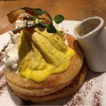 10月限定♡かぼちゃとクリームチーズのパンケーキ ラムレーズンソース 1,300円♡好きなものが全部入り!かぼちゃ最高♡