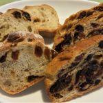 ルビアン 池袋西武店 池袋のパン屋さんほとんど知らないから目についたこちらで昨日買ってみたマカダミアレーズンとパン・オ・フリュイ。久しぶりのナッツレーズン充!