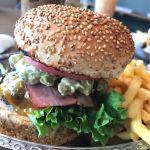 レストラン&カフェ グッド・プロヴィジョン/顎が外れそうなほど大口開けてパクリ(*´罒`*)、アメリカンバーガー!
