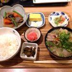 橋本わっぱ定食堂の博多定食。がめ煮、明太子、高菜、豚汁。ちょー博多!