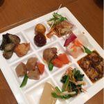 ふた皿め。取るメニューが片寄りますね( ´艸`) ピリ辛の麻婆豆腐おいしい♡