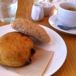 chauru cafeあげ豆パンとソーセージパン&珈琲でランチです♪( ´▽`)