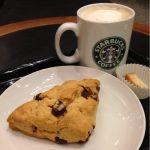 スターバックス・コーヒー 静岡丸井店 で仕事あとのカフェミストとチョコレートチャンクスコーン。ゆっくりかみしめる