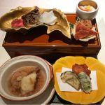 本体膳。煮物、焼物、酢の物、小鉢、揚げ物。@なだ万茶寮 渋谷店