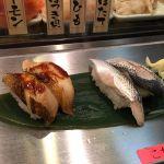 今日のお昼は時間が無く、品川駅構内の魚がし日本一!コハダと穴子を頂きました〜