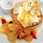 パンケーキ専門店 Butter 神戸ハーバーランドumie店夏限定みたいなやつバナナとマンゴーパイナップルおいしいに決まっている。